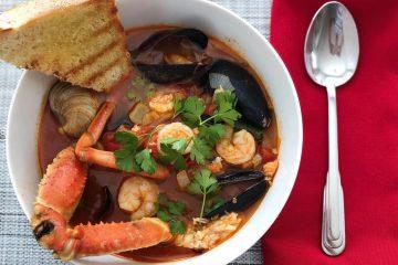 Рибена супа с морски дарове