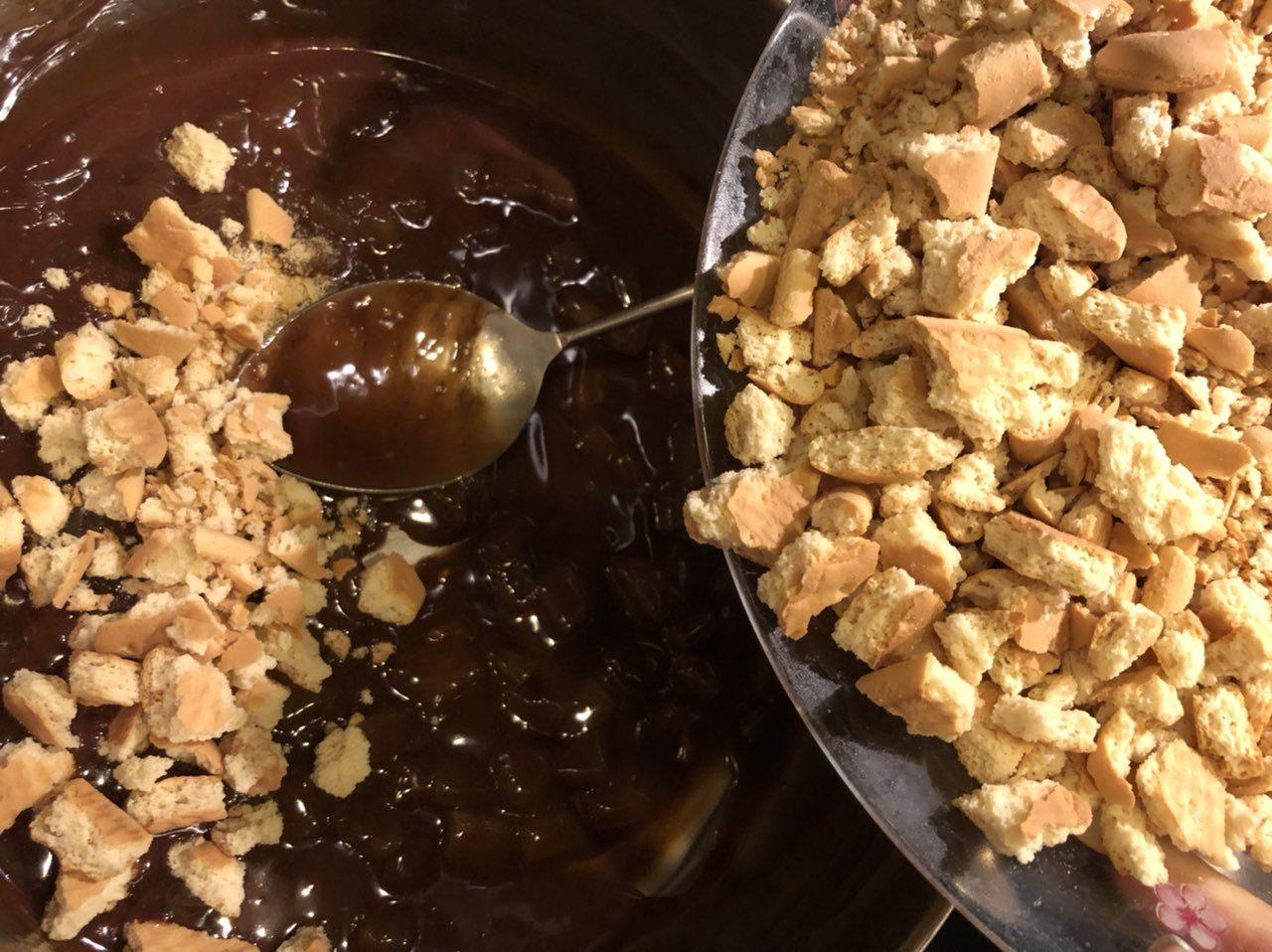 Приготвяне на сладък салам