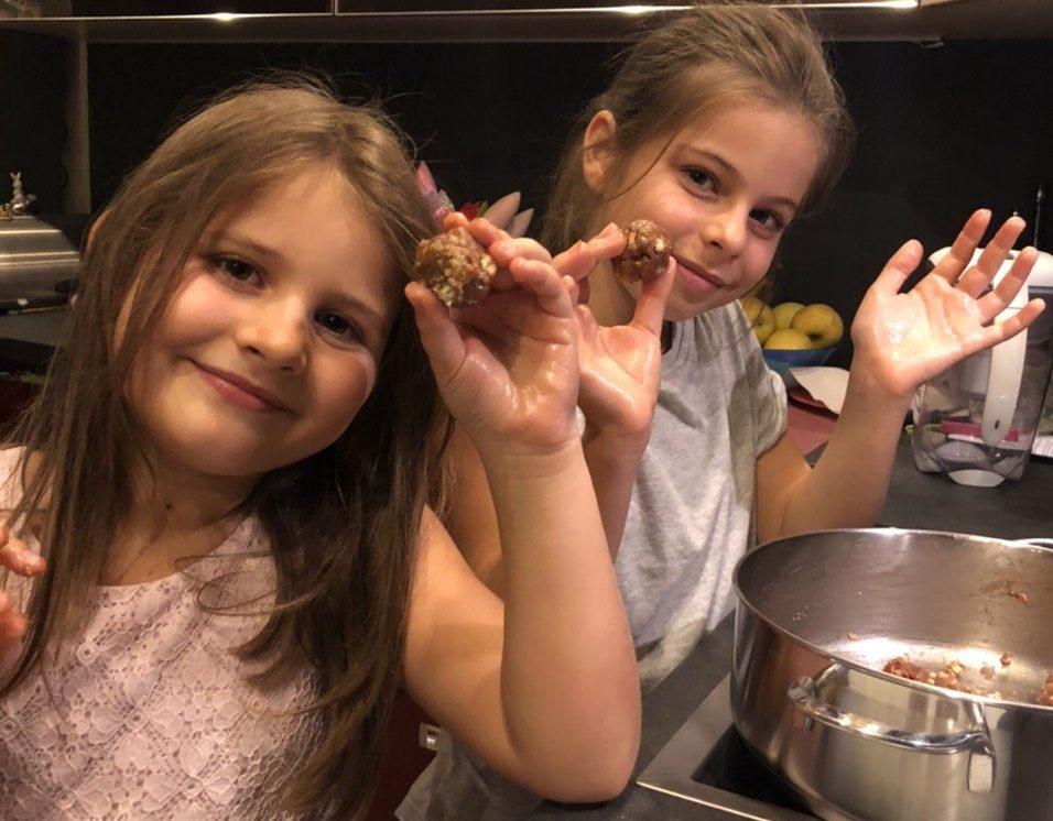 Приготвяне на кейкпопс от сладък салам