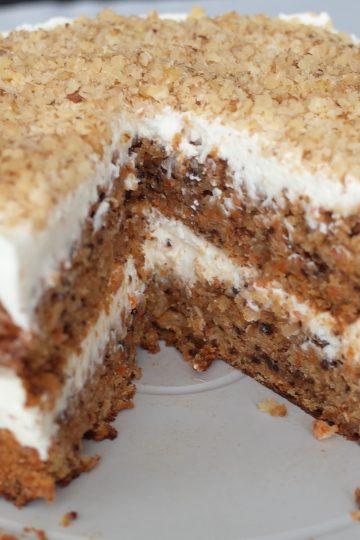 срязана морковена торта
